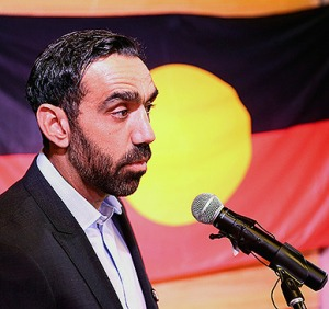 adam_goodes_racially_abused_aboriginal_flag388x365_19nlfr5-19nlfr9